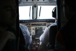 cockpit-924952_640